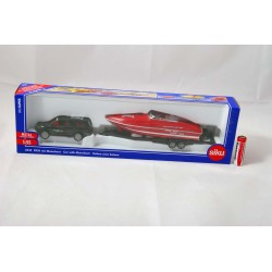 - Samochód z motorówką